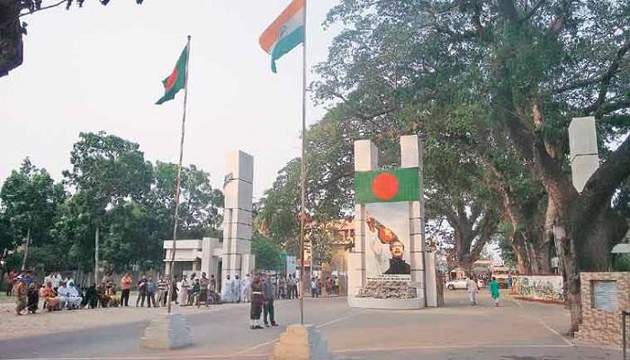 3,350 Bangladeshis return through Benapole since Apr 26; 17 test Covid positive