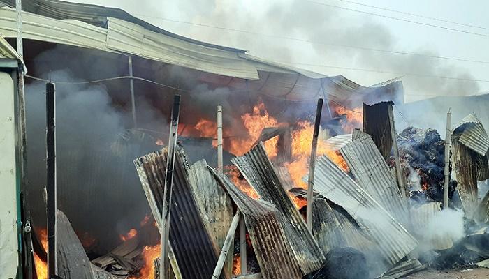 Gazipur jhut godown catches fire