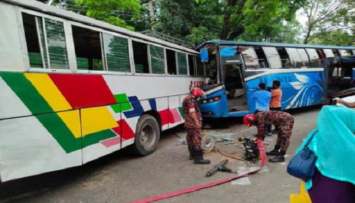 Man killed, 13 hurt as two buses collide in Rajshahi