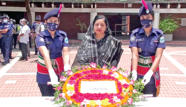 Newly-promoted Secretary of Ministry of Industry pays tribute to Father of the Nation