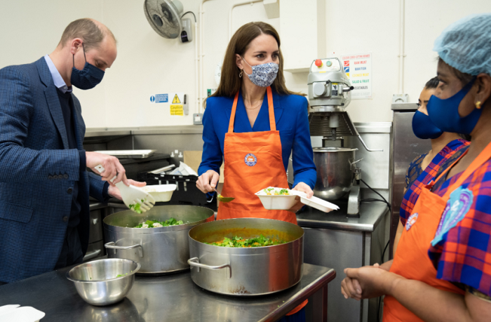 Kate, William make chapatis, guided by Sikh women's group