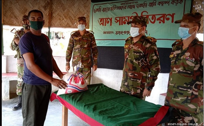 Bangladesh Army stands by fire-affect families in Dur Chhari bazar
