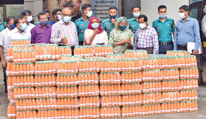 a drive seizes counterfeit fruit drinks and carbonated beverages from Group 50 Agro Foods