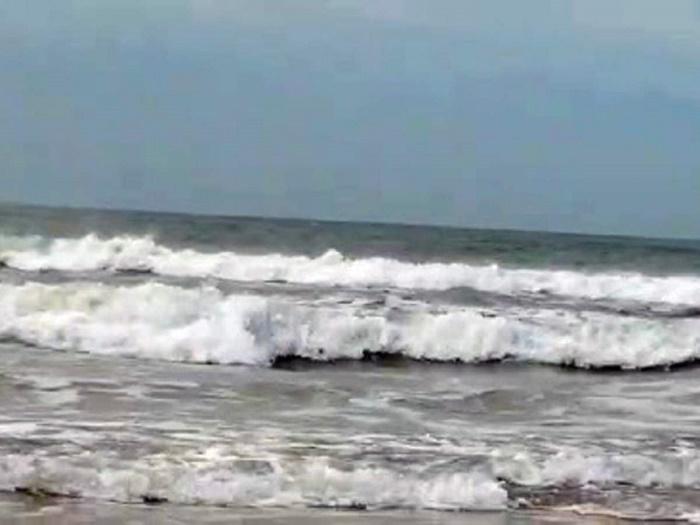 "Coastal areas flooded in Cox's Bazar due to cyclone ""Yaas"""