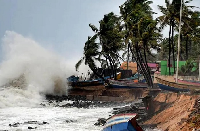 Cyclone Yaas: Low-lying areas go under water in 3 Khulna upazilas