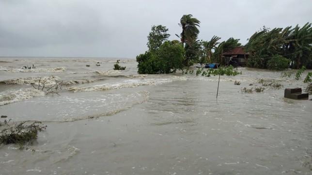 Heavy showers, swelling rivers inundate coastal areas of Satkhira