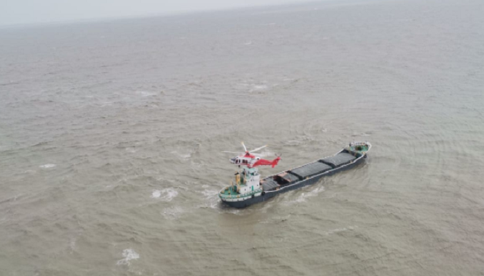 Ship capsize: Air Force helicopters rescue 12 sailors