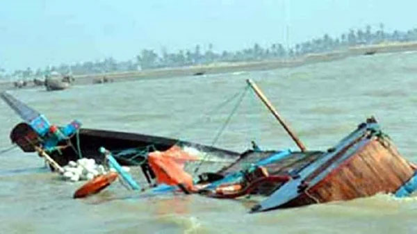 One dies, 4 including 2 children missing as trawler capsizes in Padma river