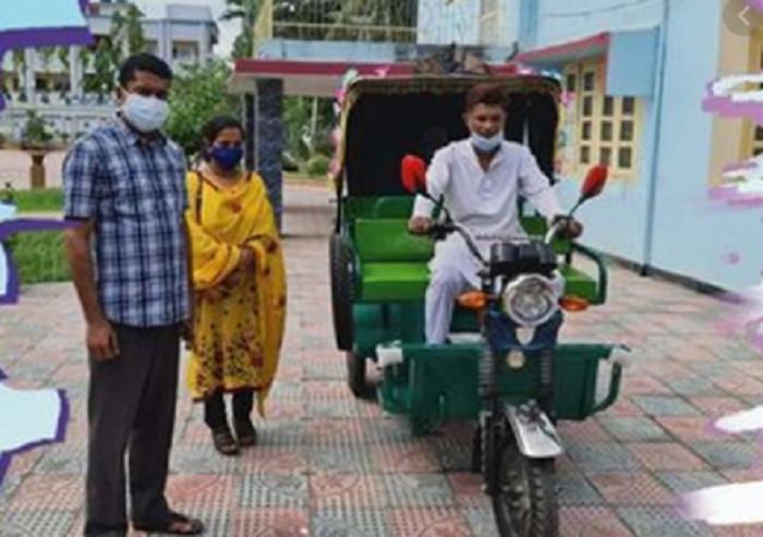 PM gifts auto-rickshaw to ex-Noakhali BCL leader Faruque