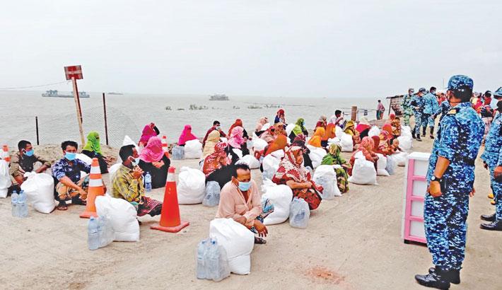Distribute food items among poor