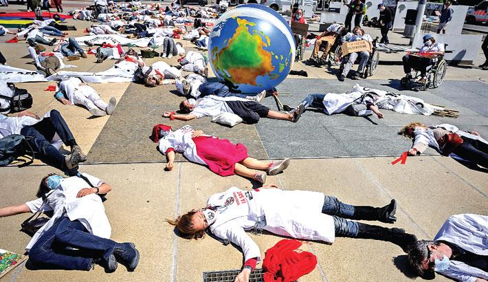 Doctors urge global action against health risks