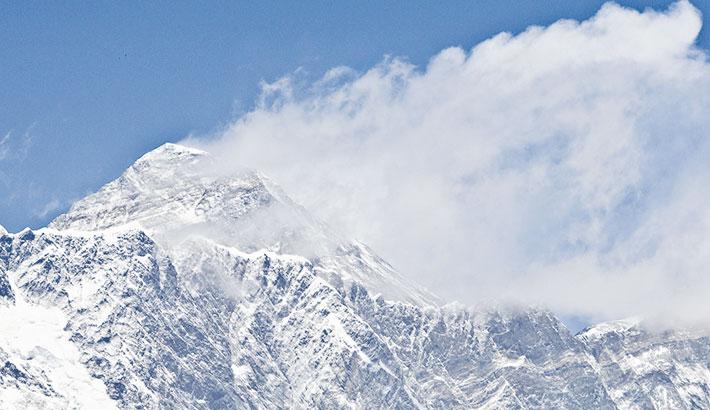 Corona storm engulfs Everest
