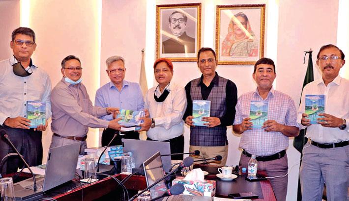 Abu Sayed donates 20 copies of books to ICMAB