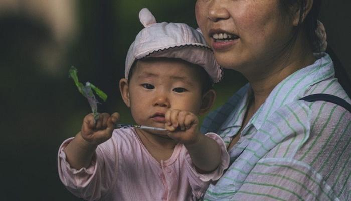 New China three-child policy sparks tales of 'trauma'