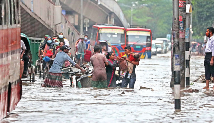 Rain triggers waterlogging in city