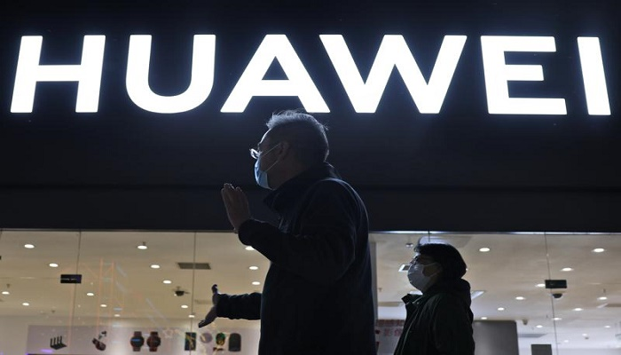 Huawei to roll out its own operating system to smartphones