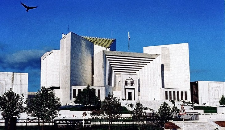 Pakistan: SC says borrowing money to pay salaries of govt staff is dangerous