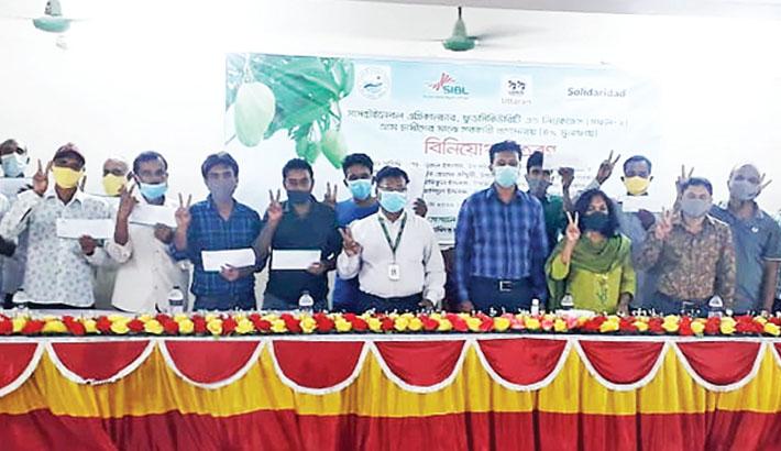 SIBL distributes agri-credit among mango growers