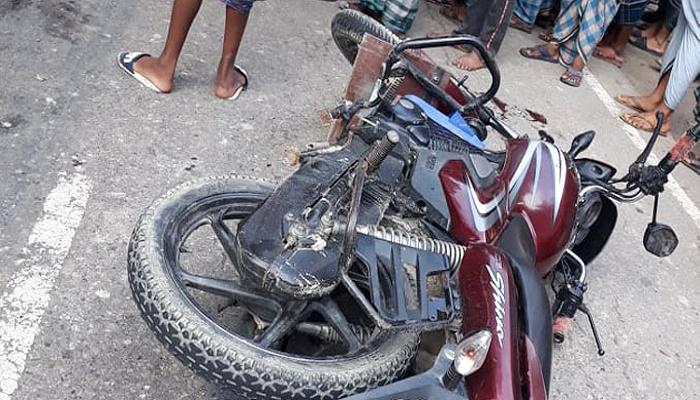 2 madrasa students killed as truck hits motorcycle in Noakhali