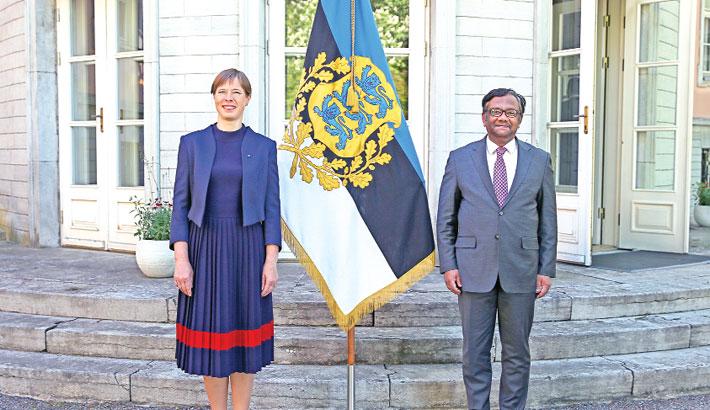 Bangladesh envoy presents credentials to Estonia president
