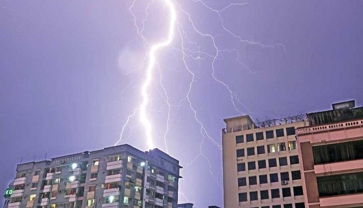 Lightning strike kills 3 in Dhaka