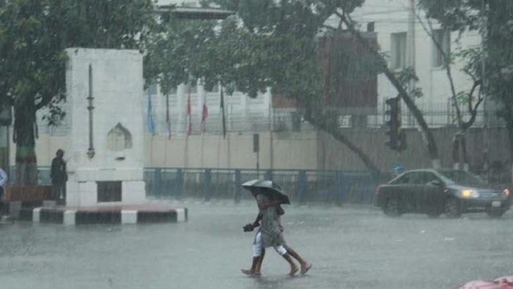 Heavy rains lash Dhaka, adjoining areas