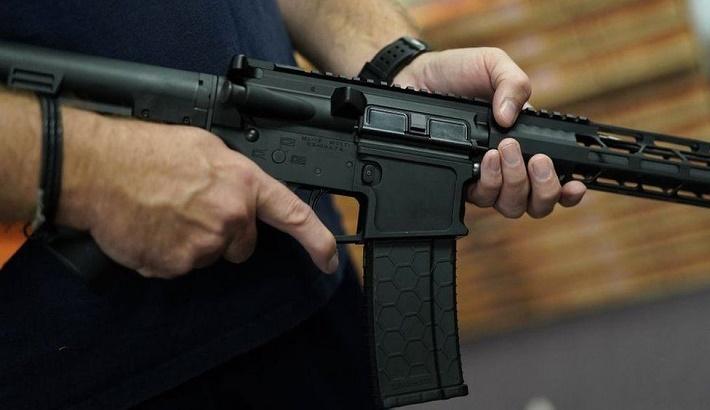 US gun laws: Judge overturns California assault weapons ba