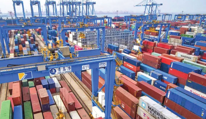 China's exports, imports seen maintaining strong momentum