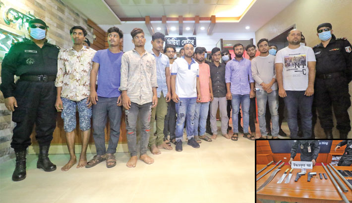 12 youth gang members held with firearms