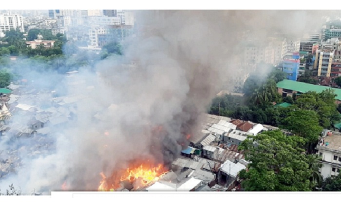 Fire burns 500 houses in Mohakhali slum before being doused