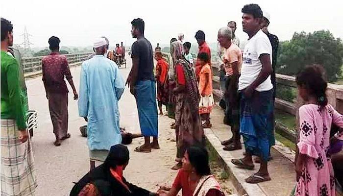 2 pedestrians killed as truck rams them in Mymensingh