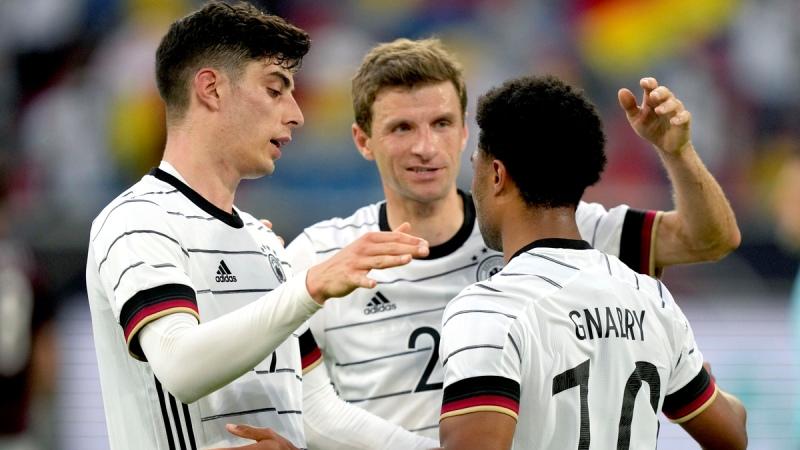 Mueller on the mark as Germany thrash Latvia