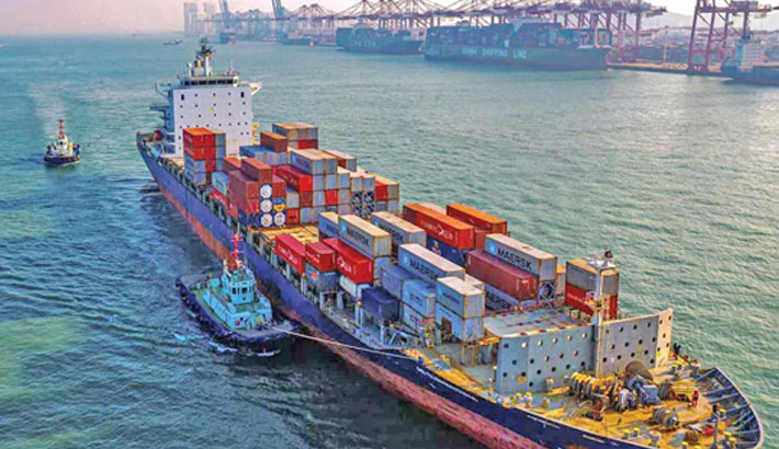 Chinese exports up 28pc, imports hit decade-high