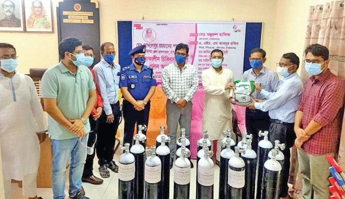 District Md Monjurul Hafiz hands over 20 oxygen cylinders, 5 oxygen concentrators