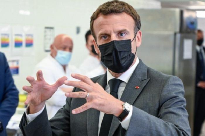 France President Emmanuel Macron slapped in the face (watch)