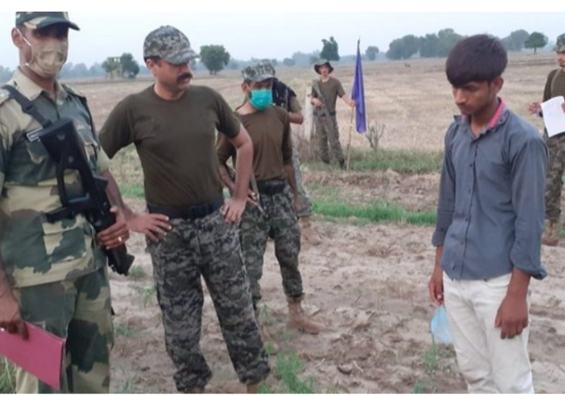 BSF hands over a Pakistani national to Pak Rangers