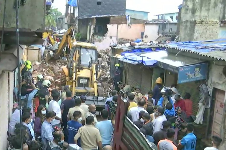 11 dead as residential building collapses in Mumbai