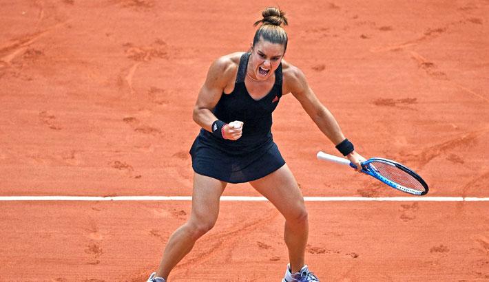 Sakkari defeats Swiatek to reach French Open semi-finals