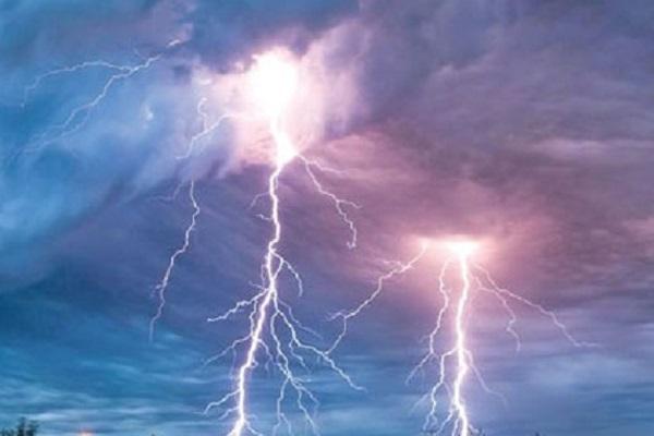 Lightning kills three in Chapainawbganj