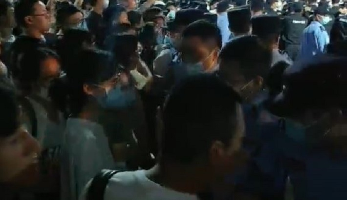 Chinese Police Violently Suppress Students' Protest Against Transfer of Undergraduate Colleges