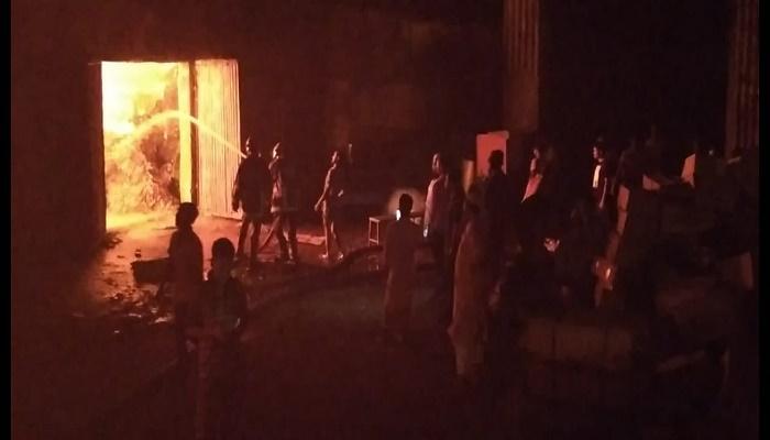 Fire burns mill warehouses in Tongi