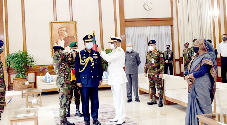 Air chief adorned with new rank badge