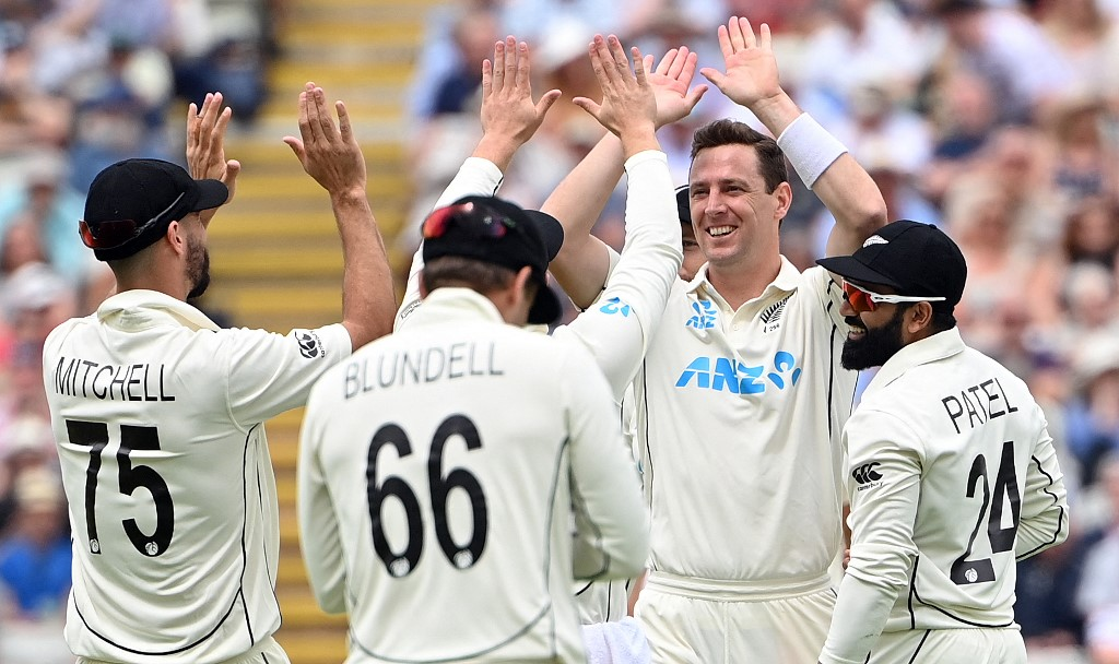 Henry strikes as New Zealand eye England series win