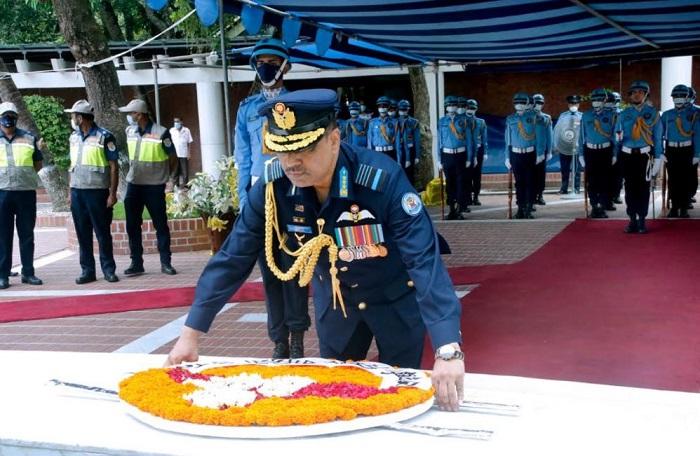 New BAF chief pays homage to Bangabandhu