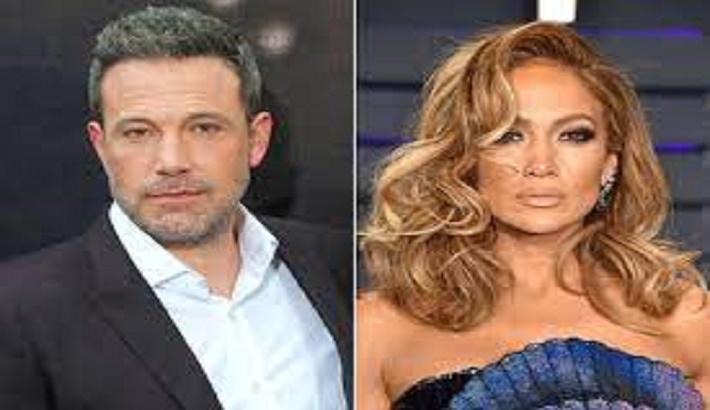 Ben Affleck, Jennifer Lopez cannot keep their hands off each other