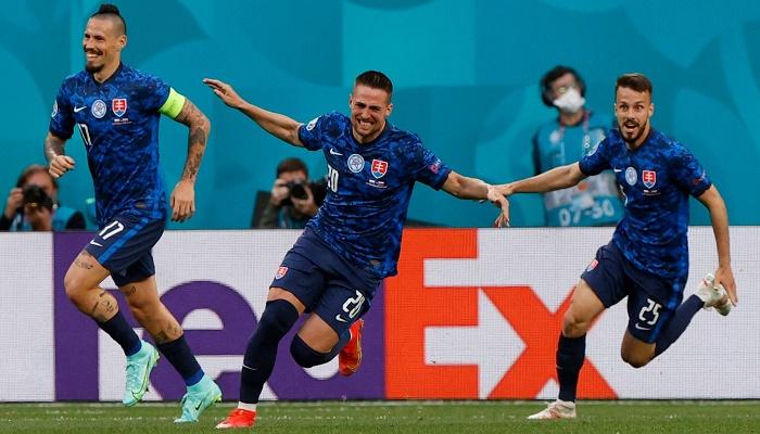 Skriniar lifts Slovakia to win over Poland