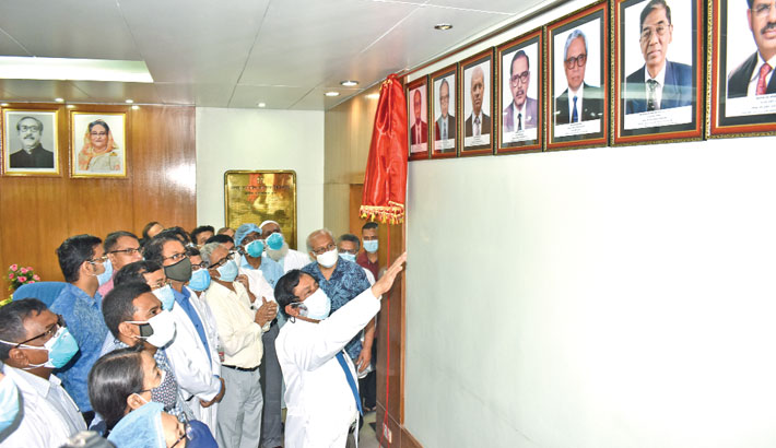 BSMMU Vice-Chancellor Prof Dr Md Sharfuddin Ahmed inaugurates a photo gallery containing photographs of the university's former vice-chancellors at the VC's office on Tuesday. SUN PHOTO