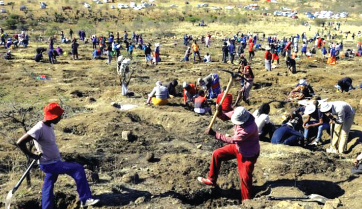 'Diamond rush' grips S African village as unidentified stones discovered