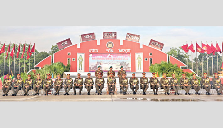 Chief of Army Staff General Aziz Ahmed along with other guests poses for a photograph at a farewell reception at East Bengal Regiment Center of Chattogram Cantonment on Wednesday.