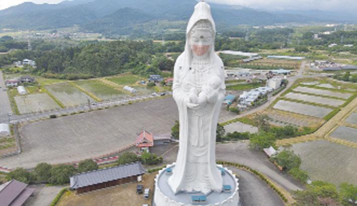 Buddhist goddess gets mask to pray for end of corona